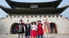 Una experiencia con disfraces de trajes tradicionales relacionados con la Alhambra