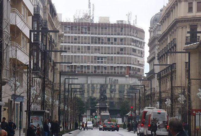 Unificar o remodelar  la fachada del  antiguo Banco de Santander
