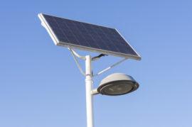 Instalación de farolas con placas solares