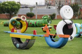 Parques infantiles  únicamente con productos reciclados