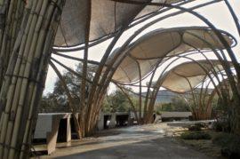 Sombreado para zonas peatonales y parques infantiles con estructuras de caña