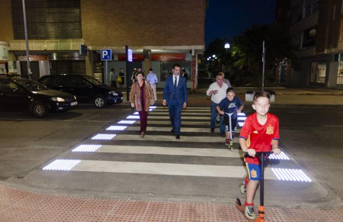 Paso de peatones luminoso inteligente.