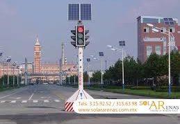 Semáforos con placas solares
