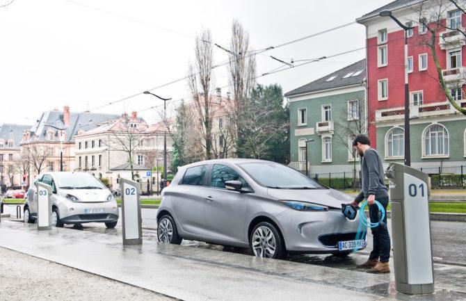 Zona azul exclusiva para coches híbridos o electricos