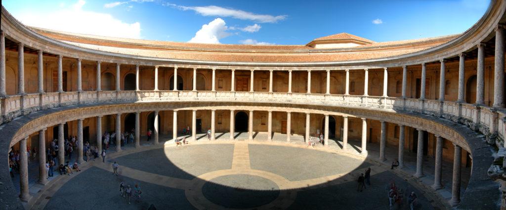 Palacio Carlos V (patio, galerías cubiertas inferior y superior)