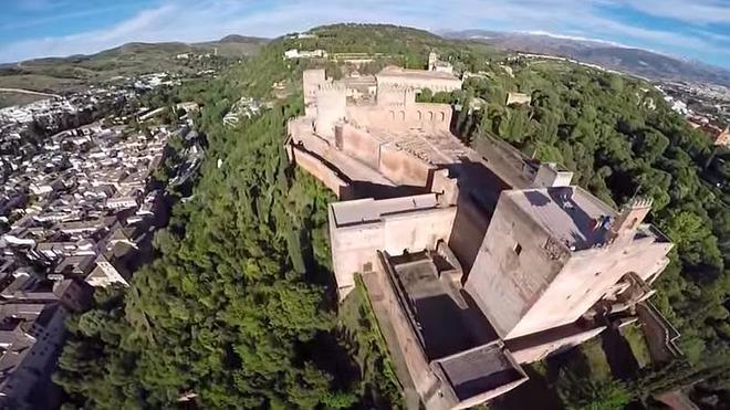 Audioguías con drones en la Alhambra.