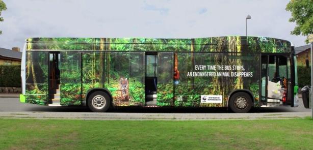Autobús muestra animales en extinción