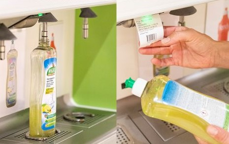 Rellenar productos de limpieza en supermercados